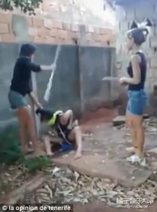 巴西少女折磨殴打14岁情敌4小时,为其挖坟埋尸