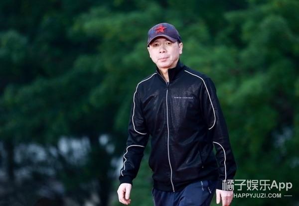 冯小刚没骂国足却骂了电影行业甚至全社会,但我猜杜琪峰会赞同