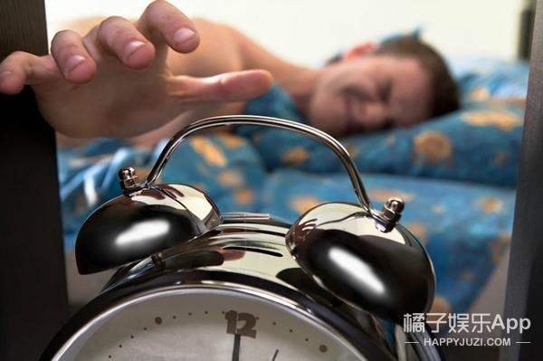 没有闹钟的年代,大伙都是怎么按时起床的?