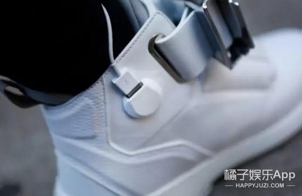 世界仅有的一双鞋:带wifi、有屏幕、能充电!