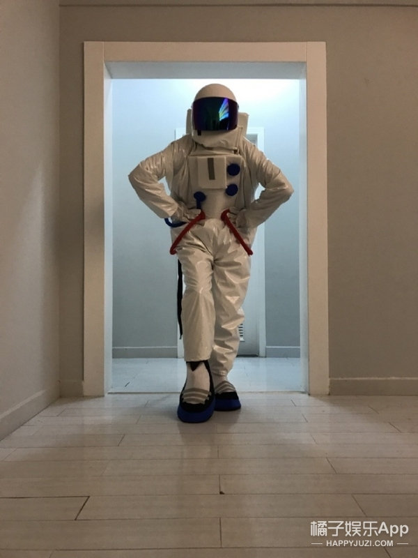 宇航员拍《VOGUE》大片儿会什么样?有人做出了完美示范!