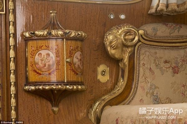 这部价值800万的老式劳斯莱斯,内部装饰堪称宫殿