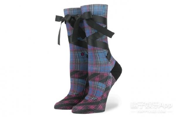 """""""山东天后""""蕾哈娜在时尚圈玩嗨了!连袜子都不放过!"""
