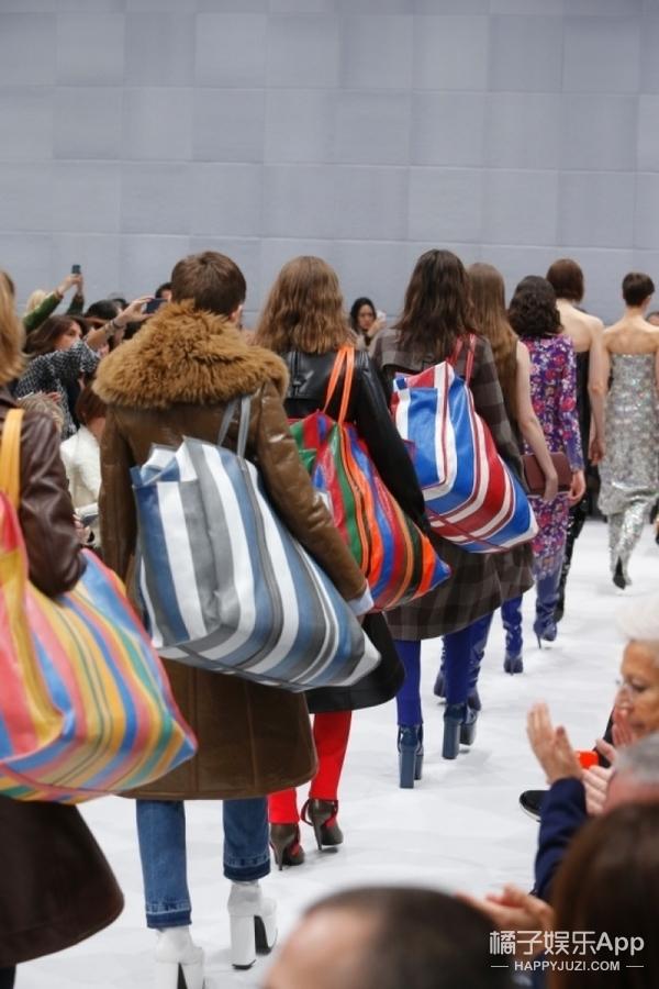 """【包你美】戚薇、白百何的时髦""""春运编织袋"""",真的是今冬的IT BAG!"""