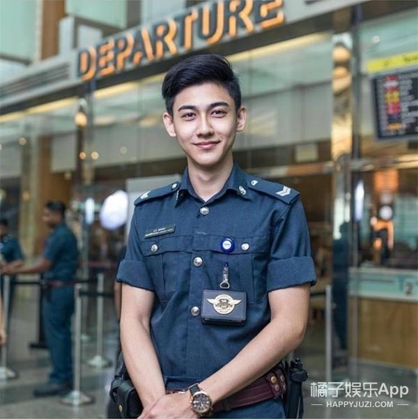 新加坡机场最帅辅警爆红,而我们,竟然找到了他的电话号码