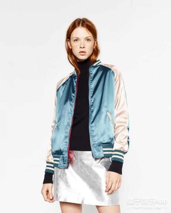 关晓彤的夹克能两面穿,可还是冷啊!