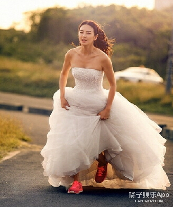 恭喜张雨绮再婚,又穿婚纱的样子一定美爆!!