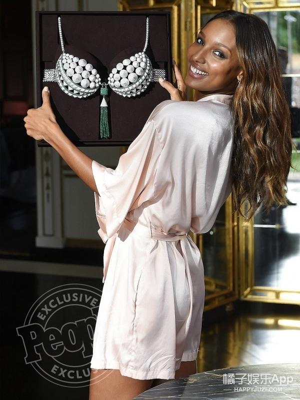 能戴上价值300万美元的维密Bra,Jasmine大概做梦都在笑吧!