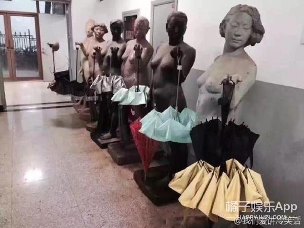 【娱乐早报】疑似林俊杰粉丝穿红衣自杀  张翰娜扎机场秀恩爱