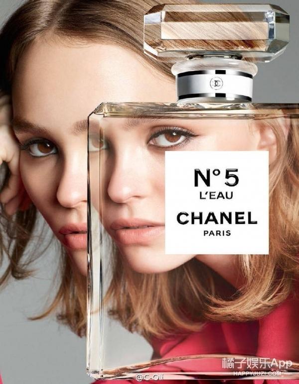 别看德普女儿Lily红毯总一副臭脸,给Chanel拍起广告来还挺活灵活现!