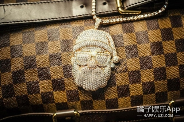 【时尚早八卦】小S林俊杰合体拍时尚大片,米兰达·可儿1200万美元婚房出炉!
