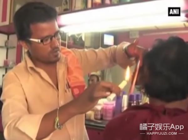 厉害了我的哥,印度阿三用蜡烛理发手法娴熟