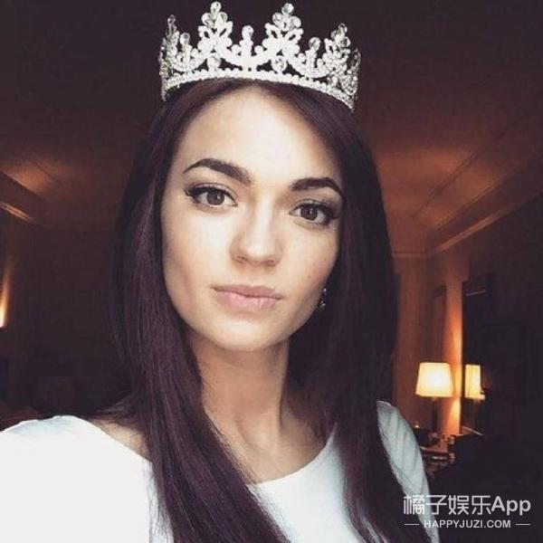 """22岁记者获封""""世界最美脸蛋"""",还被称为活着的蒙娜丽莎"""