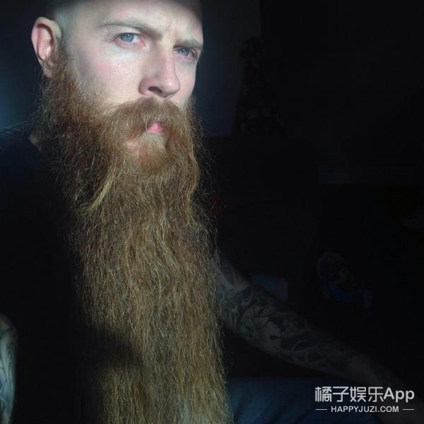 这个英国男人有全国最长的胡子,为此他留了6年