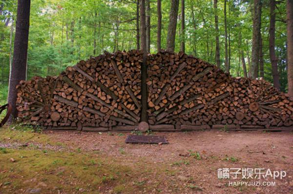 木桩原来也可以堆成艺术品!