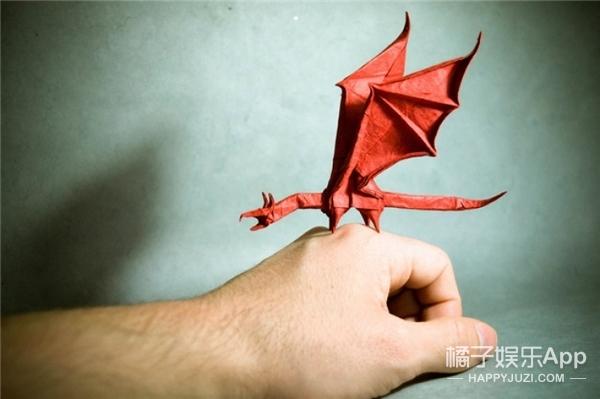 西班牙帅哥音乐家爱折纸,还折出了一个新高度