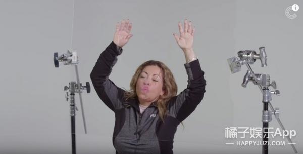 100人忘情展示自己的接吻技巧,视频全程无法直视!