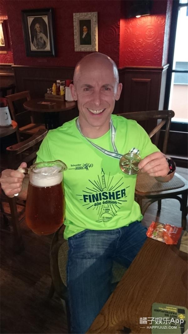 他一年内跑20场马拉松,疯狂的背后只为了故去的妻子