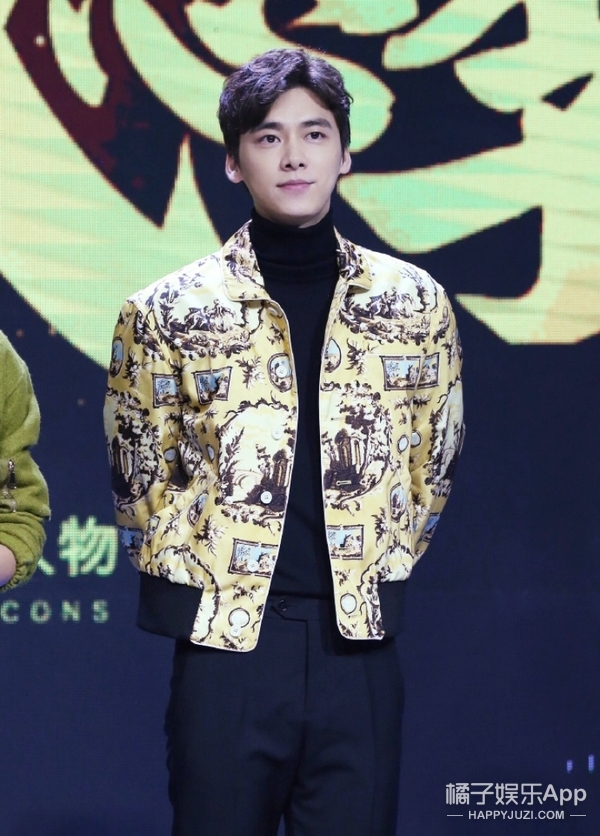 吴亦凡、李易峰这些穿高领毛衣的男神,又暖又帅男友力max!