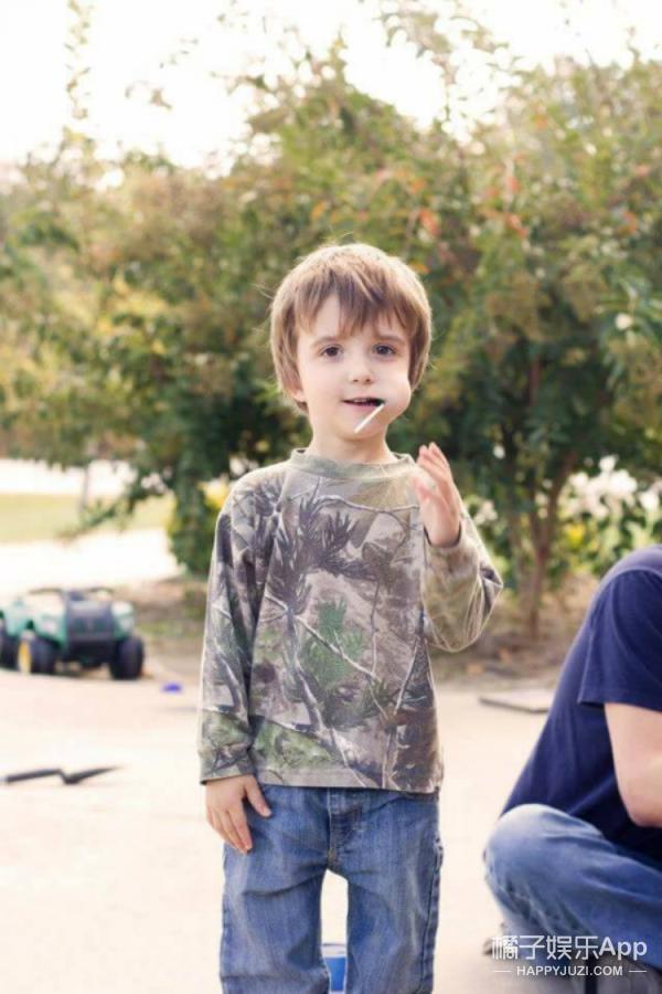 这是3岁时的勒兰德,真的很可爱不是吗。