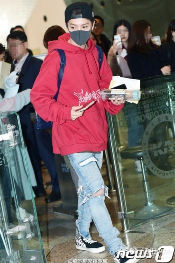 """鹿晗终于回国了!俭约boy上线,他这次竟穿的是自己的""""旧款""""单品!"""