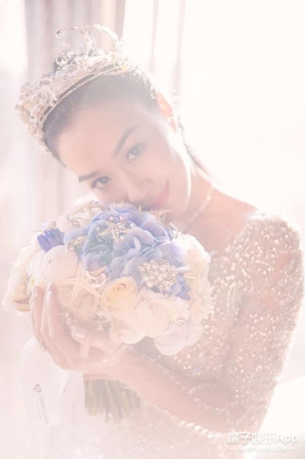张靓颖钟丽缇同时举办婚礼,光是婚纱就好多看点!