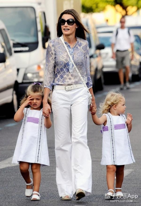 她们都是身家过亿的王妃名媛,却偏爱穿几百块的衣服出街!