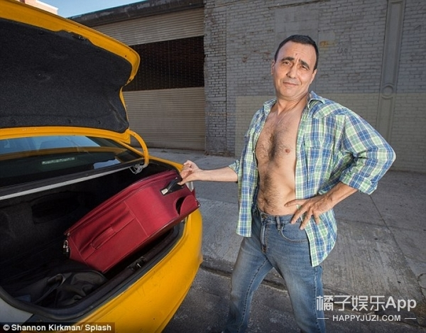 纽约出租车司机拍了组性感2017日历写真