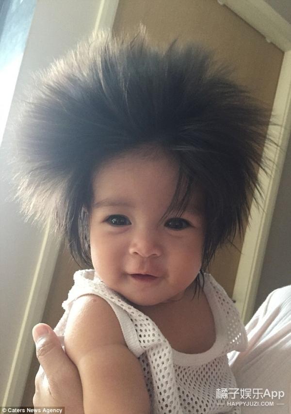 新加坡小宝宝头发超浓密,体会下这悟空版爆炸头