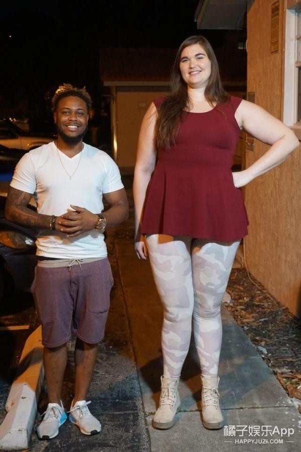 27岁女孩身高太吓人!被称现实版哥斯拉