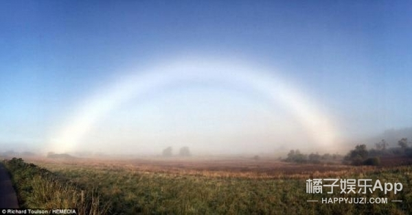 这两天刷爆苏格兰人朋友圈的白色彩虹原来是罕见的雾虹