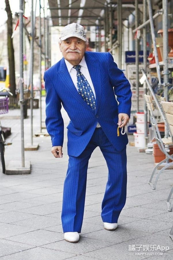 86岁老爷爷转行做裁缝,一天换一套也是没谁了