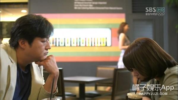 十指相扣,黄轩韩籍女友疑似曝光,放大一看竟是她?