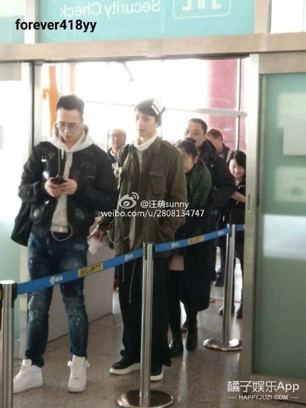 在这个把机场当秀场的年代,林更新和刘昊然还真是特立独行啊!