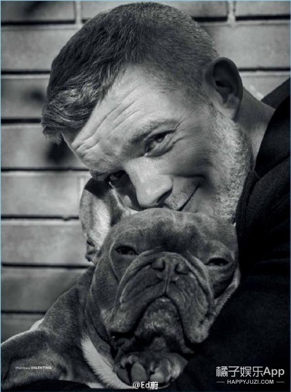 呆萌帝Russell Tovey与爱犬秀恩爱秀上了杂志,原来法斗才是他的逗逼原形!