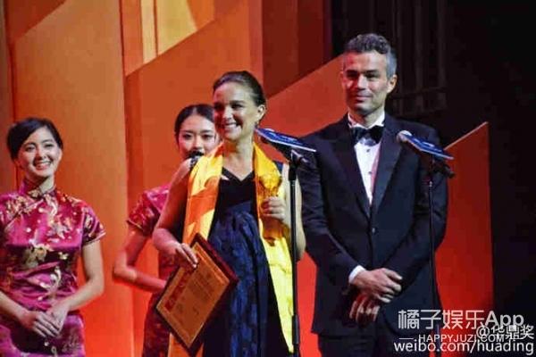 世界的华鼎奖:娜塔丽波特曼挺大肚出席,德普因未到场被取消奖项