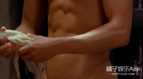 吴彦祖这样在你面前洗澡,就算是女神王祖贤也把持不住啊!