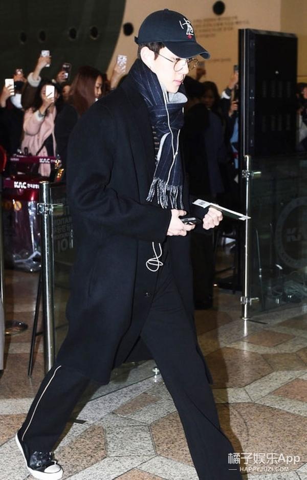 EXO和Bigbang齐齐现身机场,眼看着是要开场时装秀的节奏了!