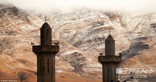 撒哈拉沙漠37年来初雪,骆驼看到这景象都惊呆了