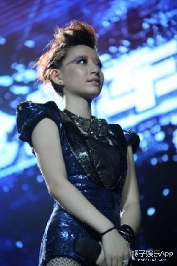 还记得2011届快乐女声李斯丹妮吗?她现在长这样啦!