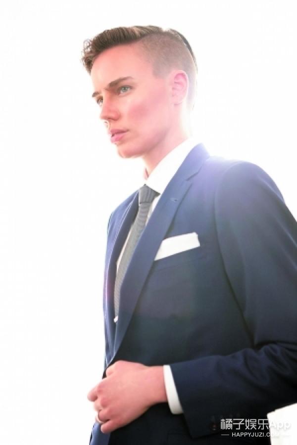 长发飘逸的17岁男模就像现实版《丹麦女孩》,雌雄莫辨的跨性别模特成新宠?