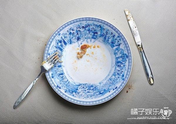 饥饿盘子:当你被一群饥饿的难民围着,看你还敢不敢剩饭!