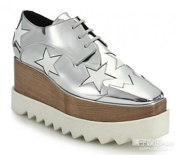 范冰冰丢掉防水台高跟鞋,新宠变成了这双超级厚底鞋!