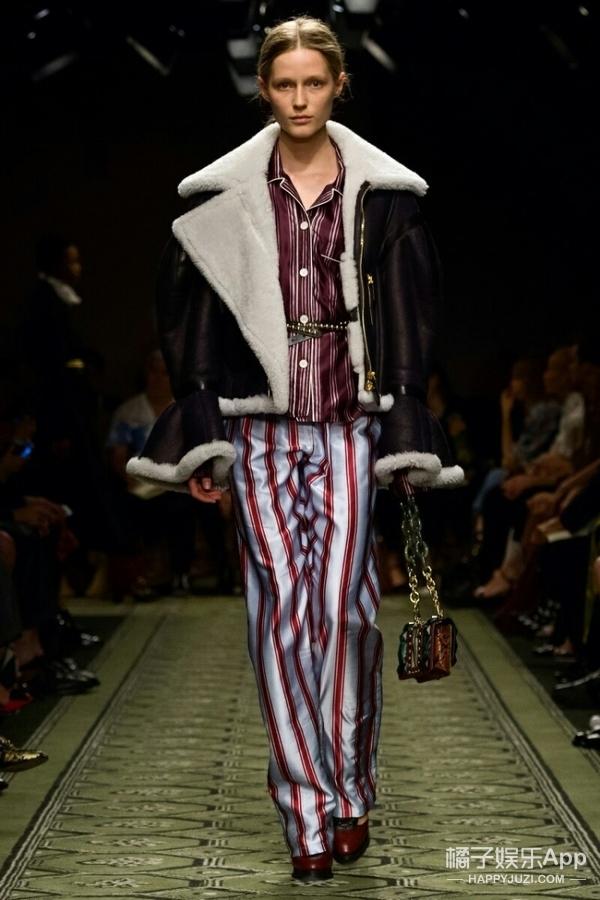 人鱼全智贤穿上变大力的外套,周冬雨、霍思燕穿着好像没什么事儿!
