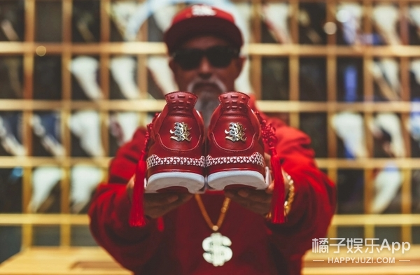 """吊打各大球鞋品牌的新年限定!这双AJ4才叫""""中国风""""好吗!"""