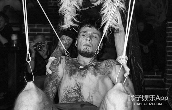 20张照片揭露人体悬挂艺术,当皮肤撕裂时灵魂也更接近神~