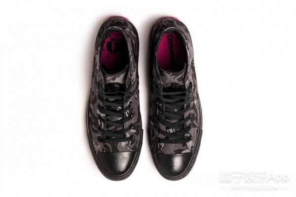 周杰伦携手匡威推出联名款球鞋,嗯这抹骚气的粉很小公举!