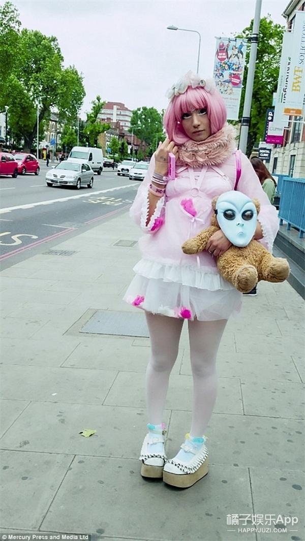 每天都打扮成娃娃一样生活,这个妹子厉害了