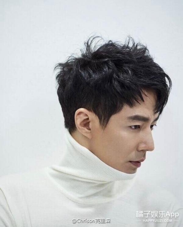 除了《鬼怪》里的孔侑,赵寅成也是位超会穿大衣的韩国欧巴啊!