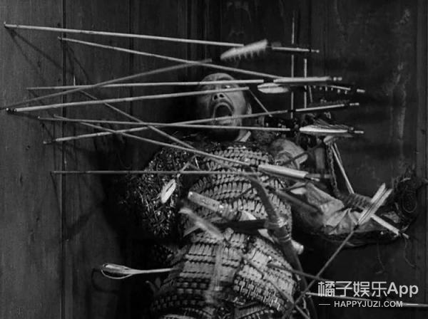 先别急着夸演技,这一幕竟是导演叫弓箭手真实去射的!太疯狂!